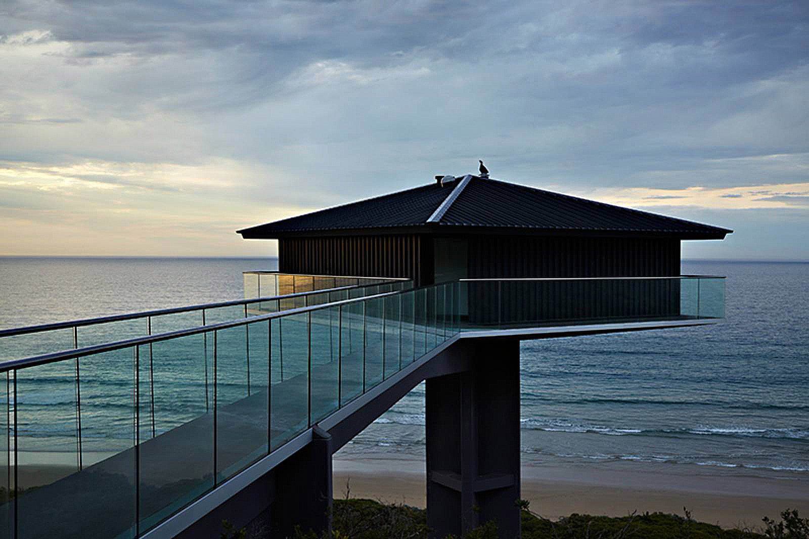 F2 architecture s pole house puts breathtaking views front F2 architecture