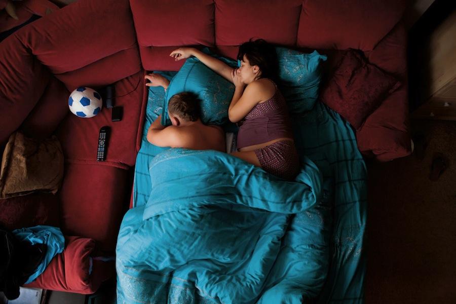 pregnant-parent-portraits-waiting-jana-romanova-02