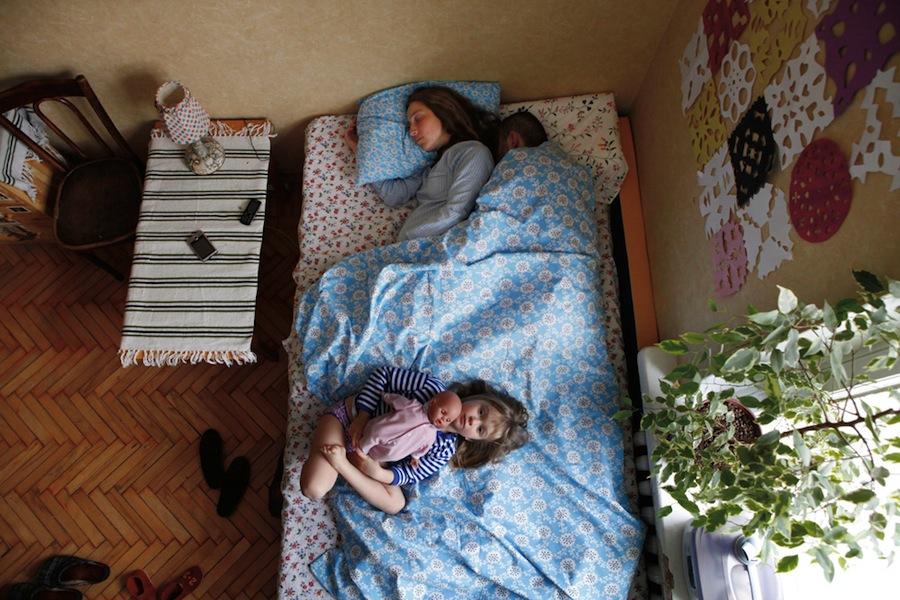 pregnant-parent-portraits-waiting-jana-romanova-06