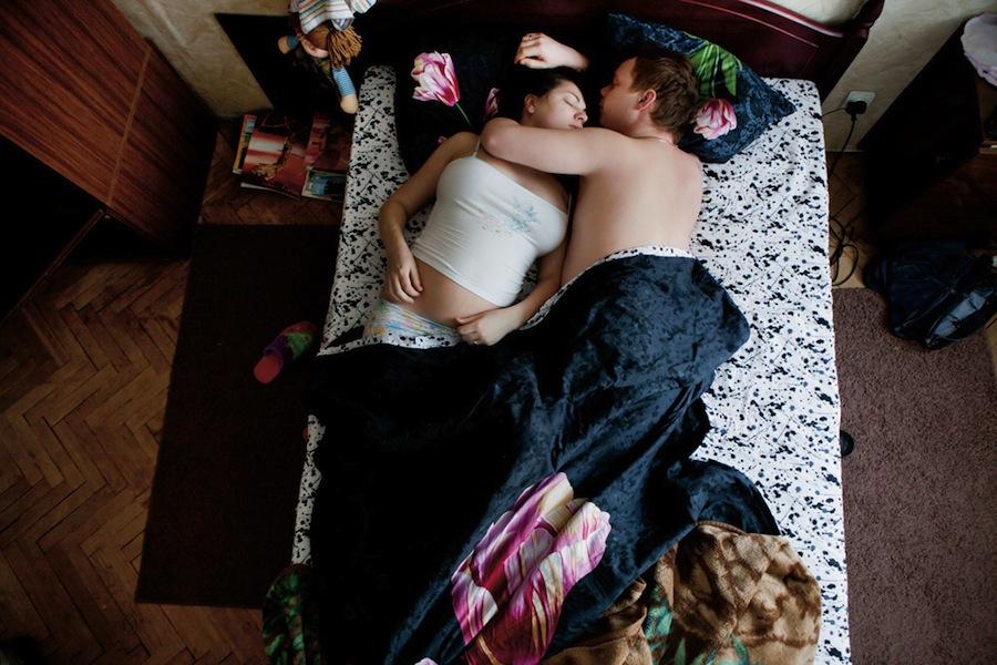 pregnant-parent-portraits-waiting-jana-romanova-08