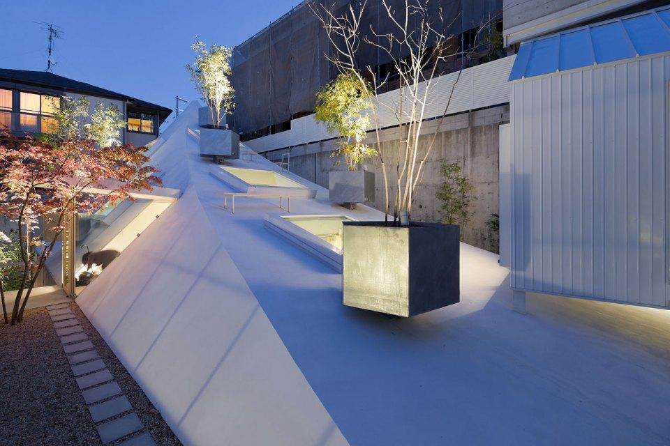Sou fujimoto s house k soars in design lost in internet for O house sou fujimoto