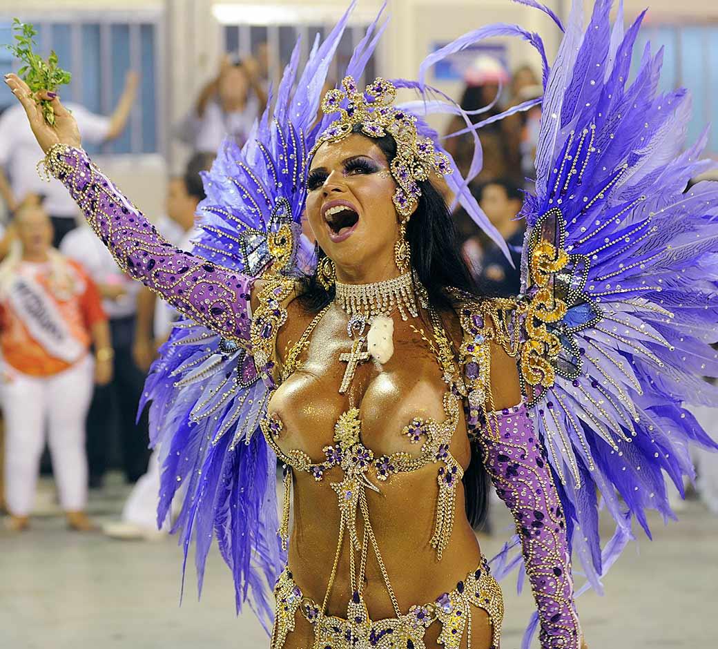 Rio Carnival 2014: 35 of the Hottest Photos of Brazilian Samba ...