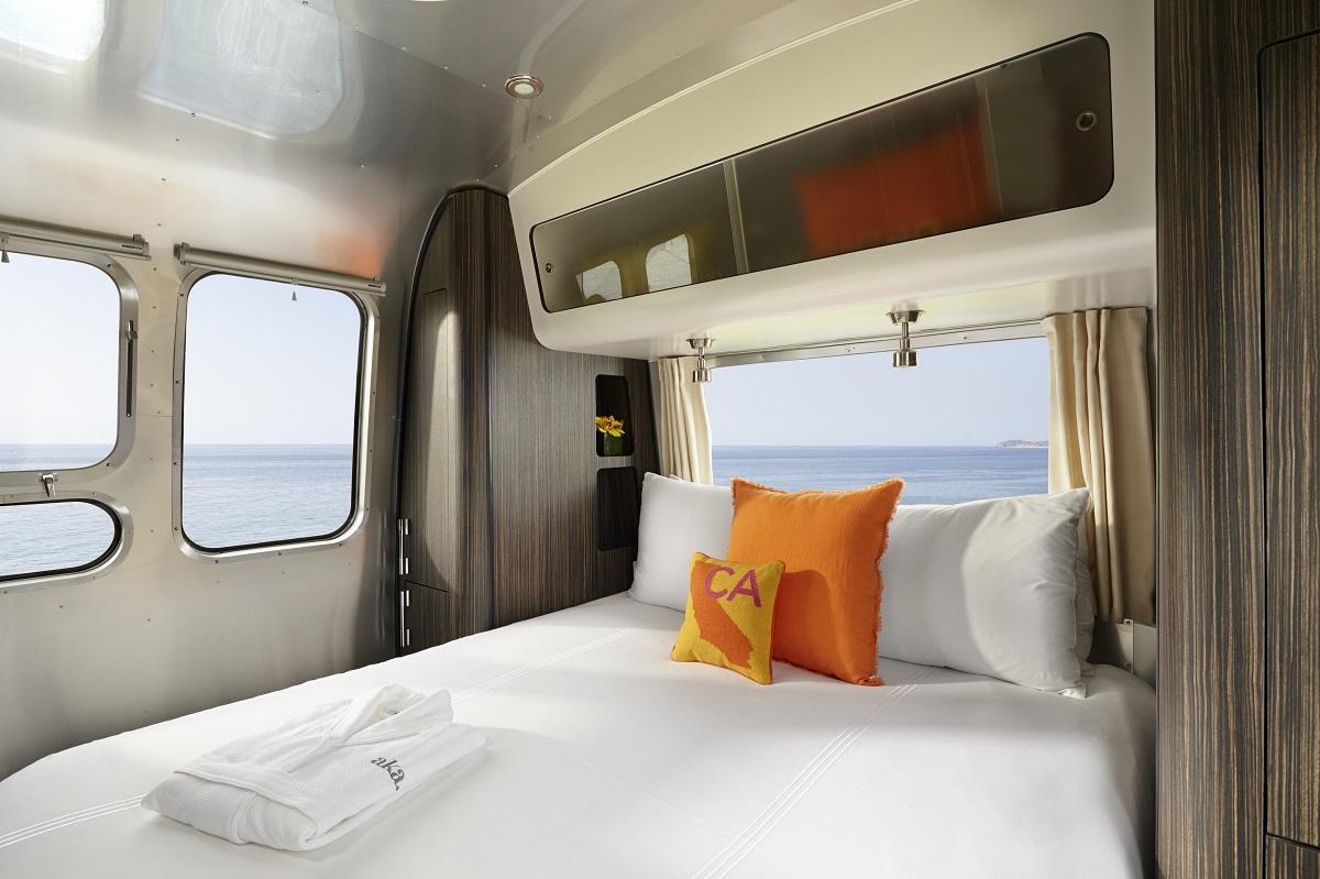 aka-luxury-mobile-suit-airstream-02