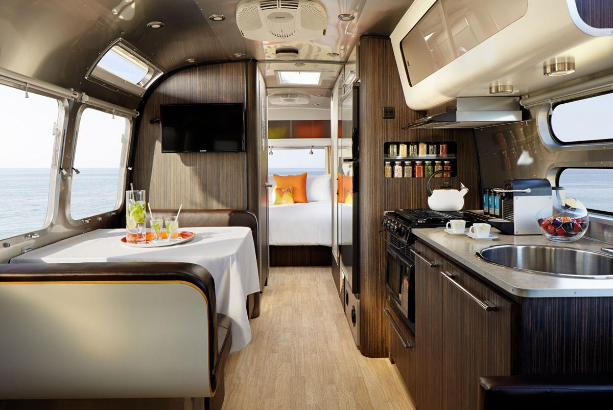 aka-luxury-mobile-suit-airstream-06