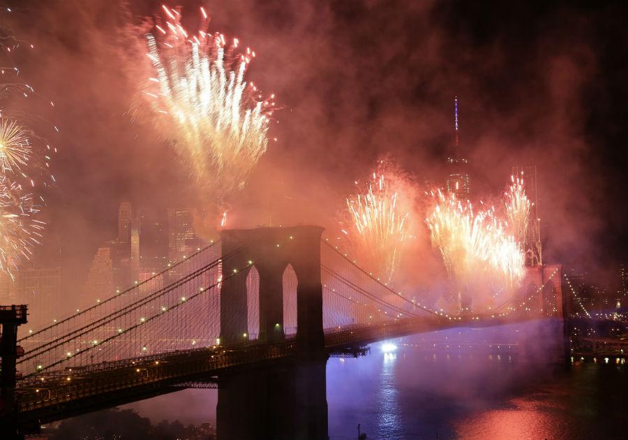 july-4th-fireworks-brooklyn-bridge-newyork