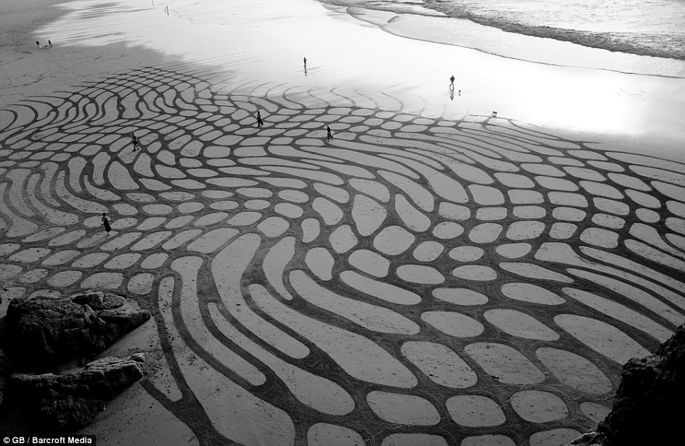 andres-amador-sand-art-tangents-05