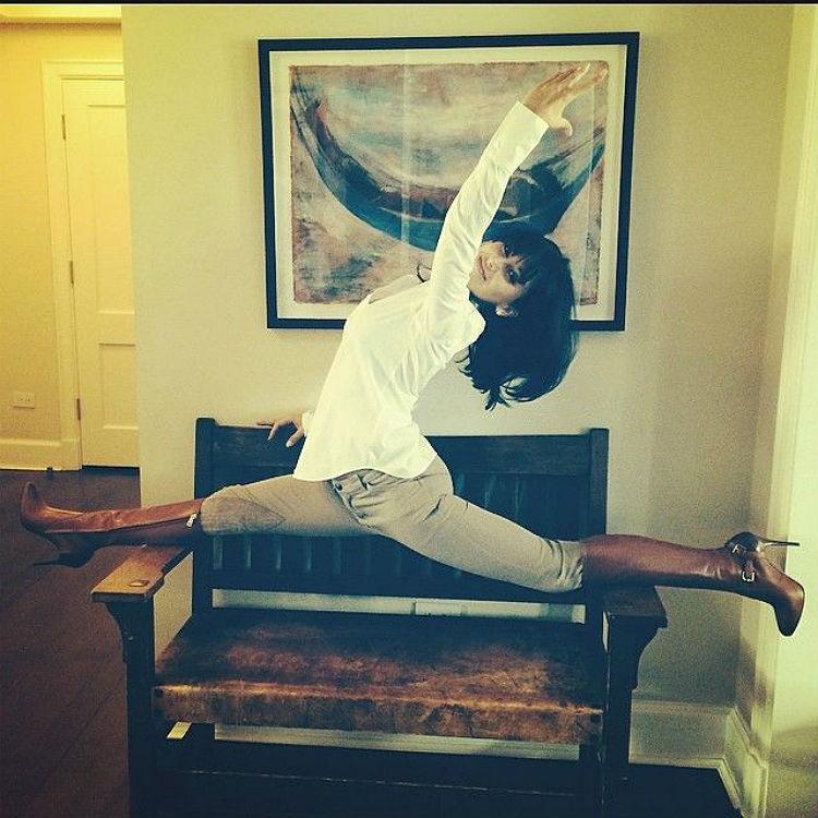 hilaria-baldwin-yoga-postures-of-the-day-10