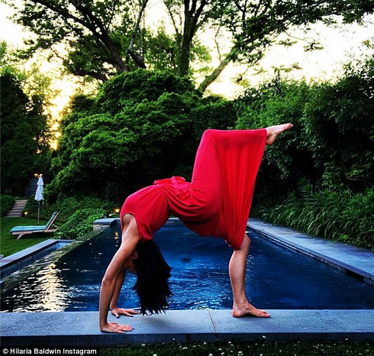 hilaria-baldwin-yoga-postures-of-the-day-22