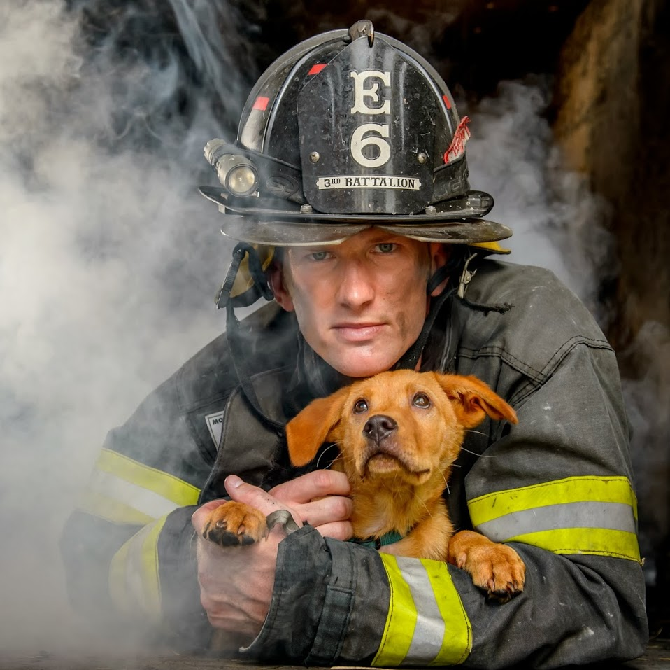 2015-firefighters-puppies-calendar-04