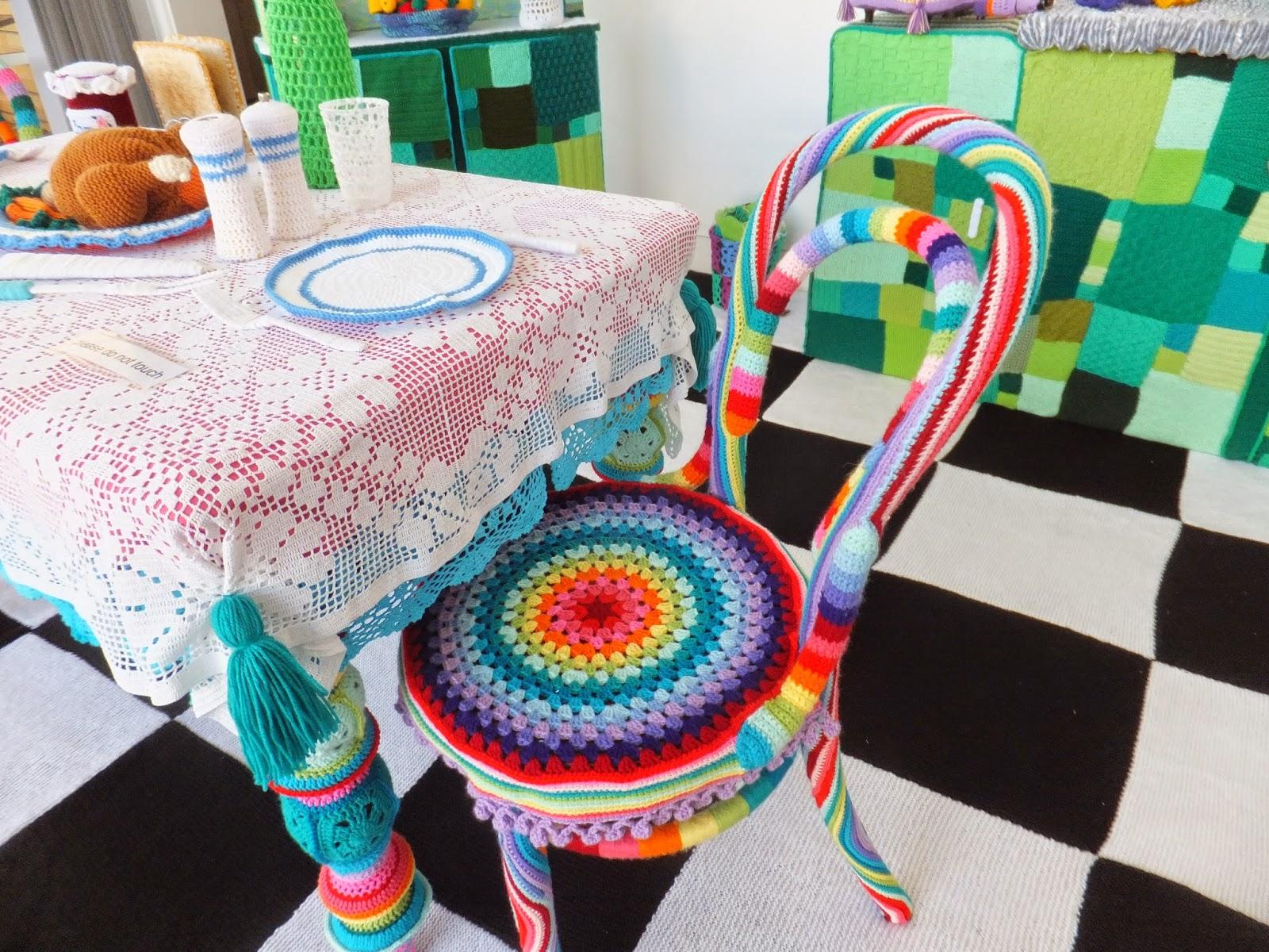 yarn-bombing-warwick-art-gallery-01
