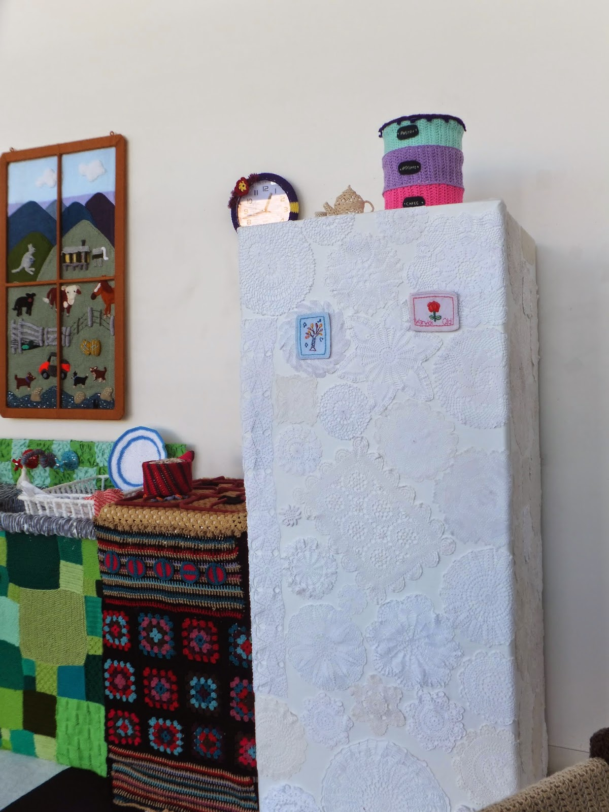 yarn-bombing-warwick-art-gallery-04