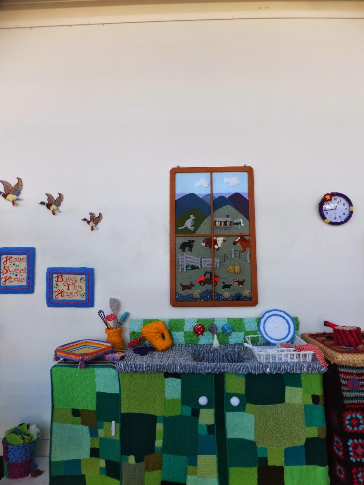 yarn-bombing-warwick-art-gallery-05