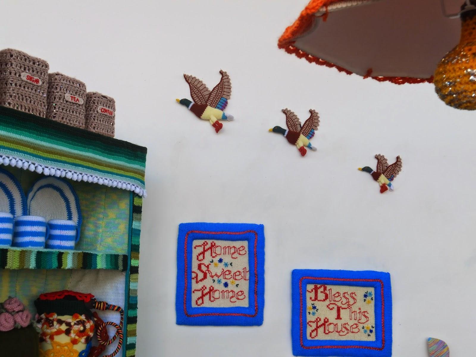 yarn-bombing-warwick-art-gallery-07