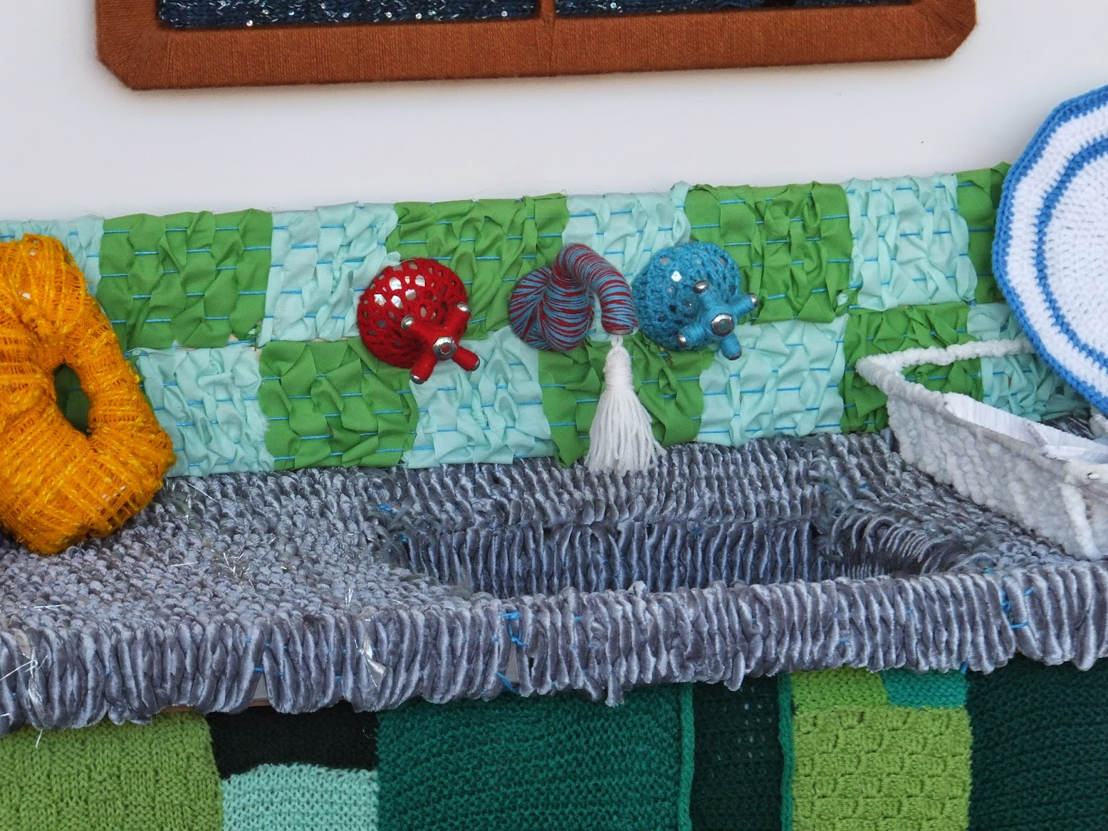 yarn-bombing-warwick-art-gallery-08