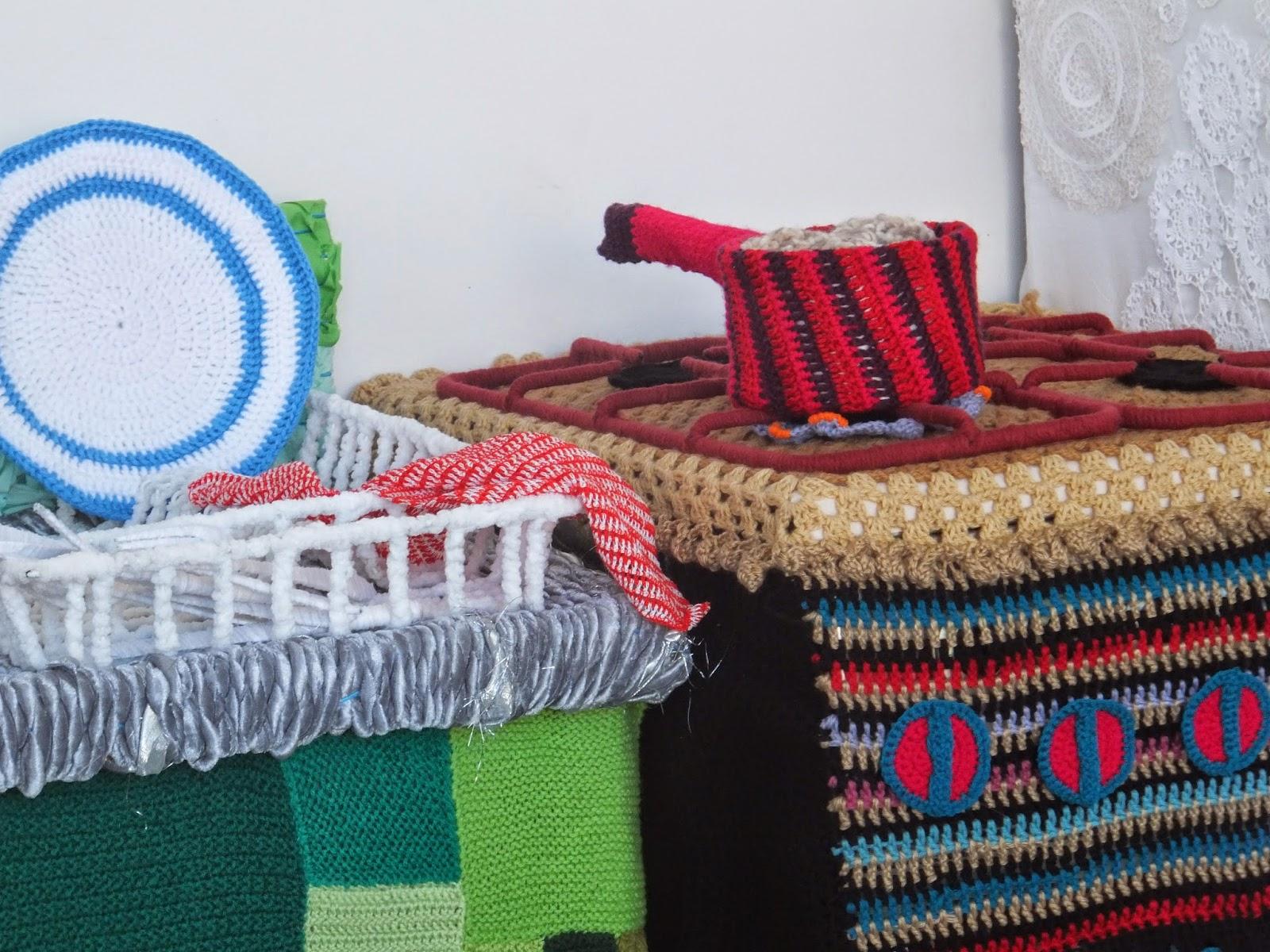yarn-bombing-warwick-art-gallery-10