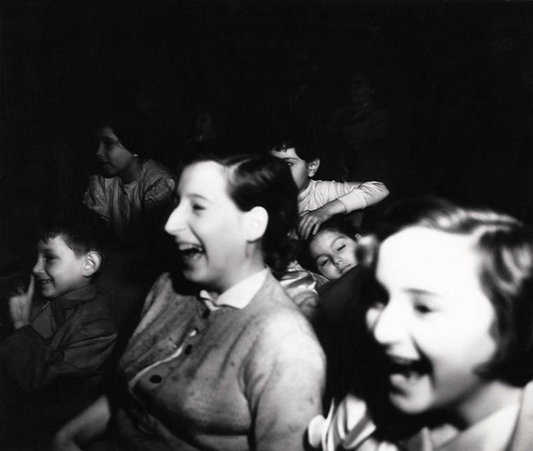 arthur-fellig-Weegee-movie-theater-06