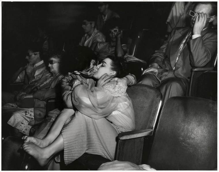 arthur-fellig-Weegee-movie-theater-09