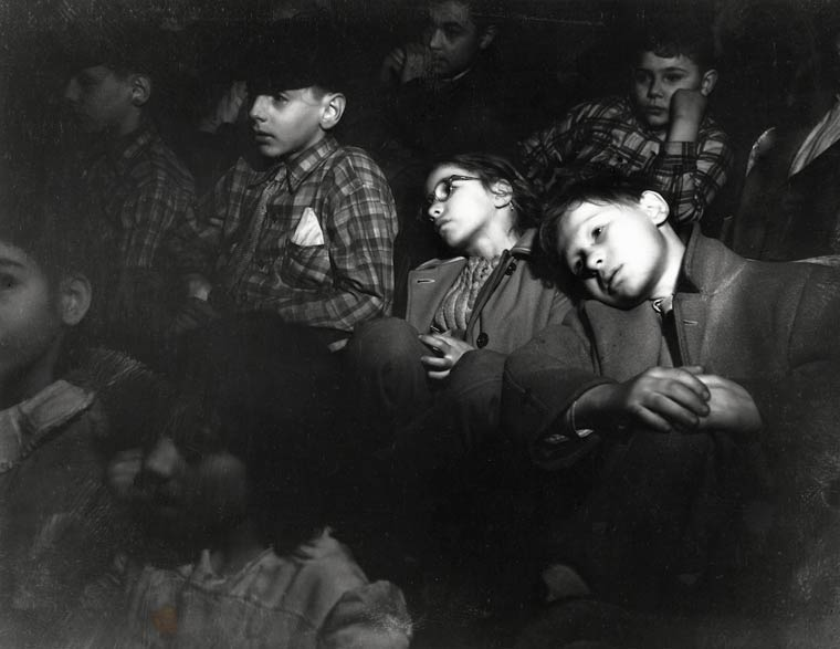 arthur-fellig-Weegee-movie-theater-13