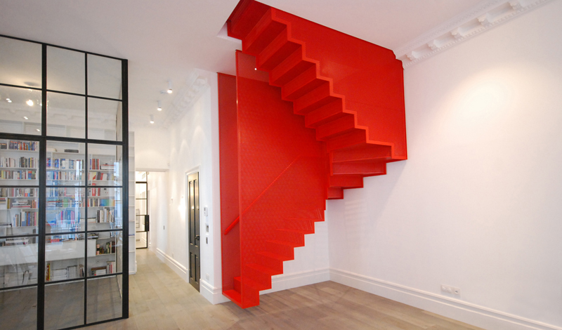 hanging_red_staircase_london_house_diapo_01
