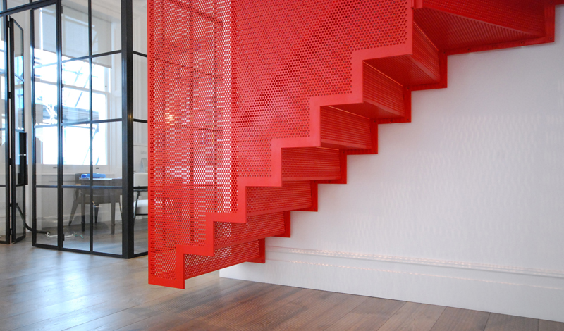 hanging_red_staircase_london_house_diapo_03