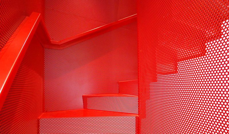 hanging_red_staircase_london_house_diapo_05