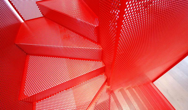 hanging_red_staircase_london_house_diapo_06