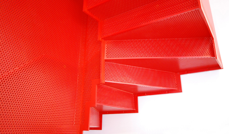 hanging_red_staircase_london_house_diapo_09