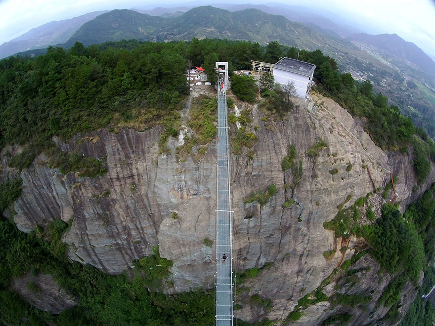 glass-bottomed-bridge-hunan-china-02