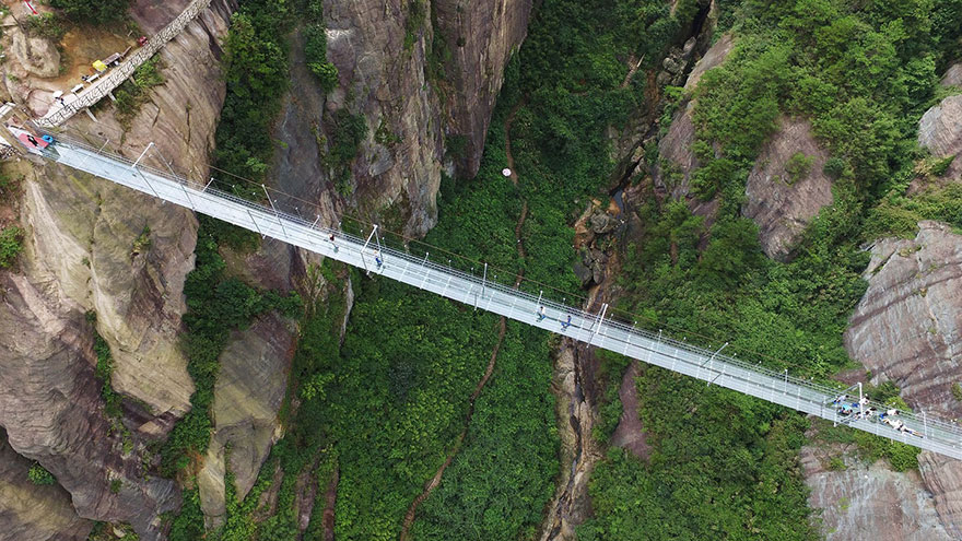 glass-bottomed-bridge-hunan-china-05