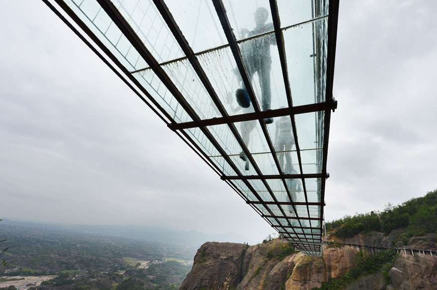 glass-bottomed-bridge-hunan-china-06