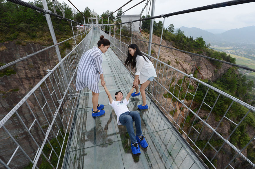 glass-bottomed-bridge-hunan-china-07