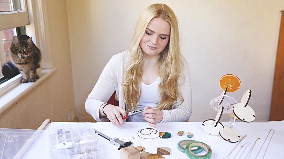 Britta_Boeckmann_BoldB_resin_wood_jewelry_0`
