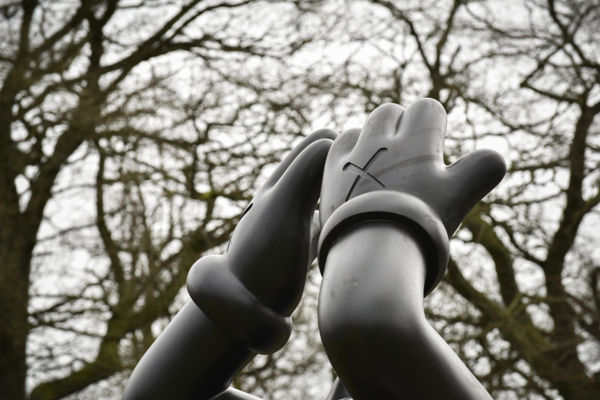 kaws_yorkshire_sculpture_park_02