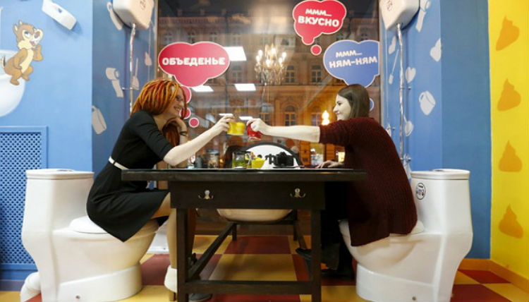 crazy_toilet_cafe_moscow_04