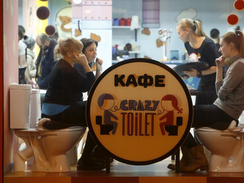 crazy_toilet_cafe_moscow_06
