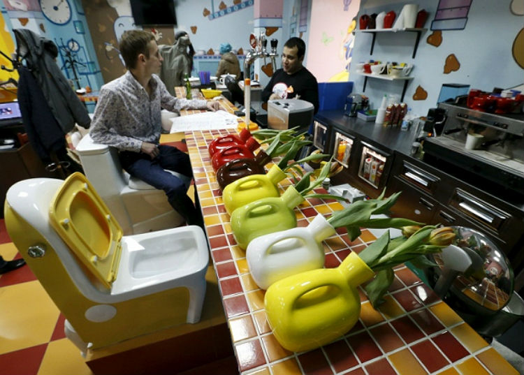 crazy_toilet_cafe_moscow_07