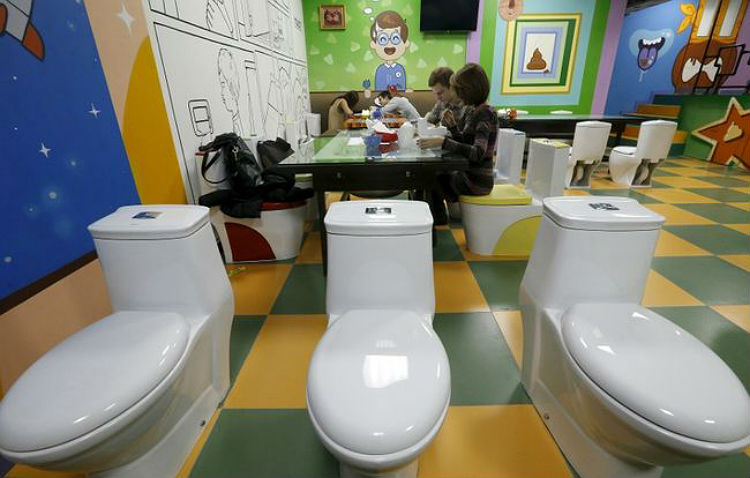 crazy_toilet_cafe_moscow_08