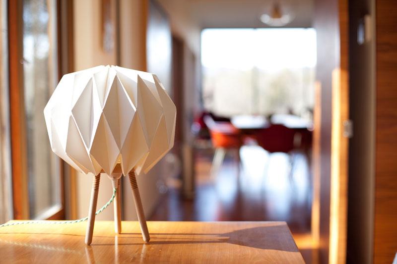 Kasia_Ozmin_Lindsay_Richardson_lampo_origami_lamp_01