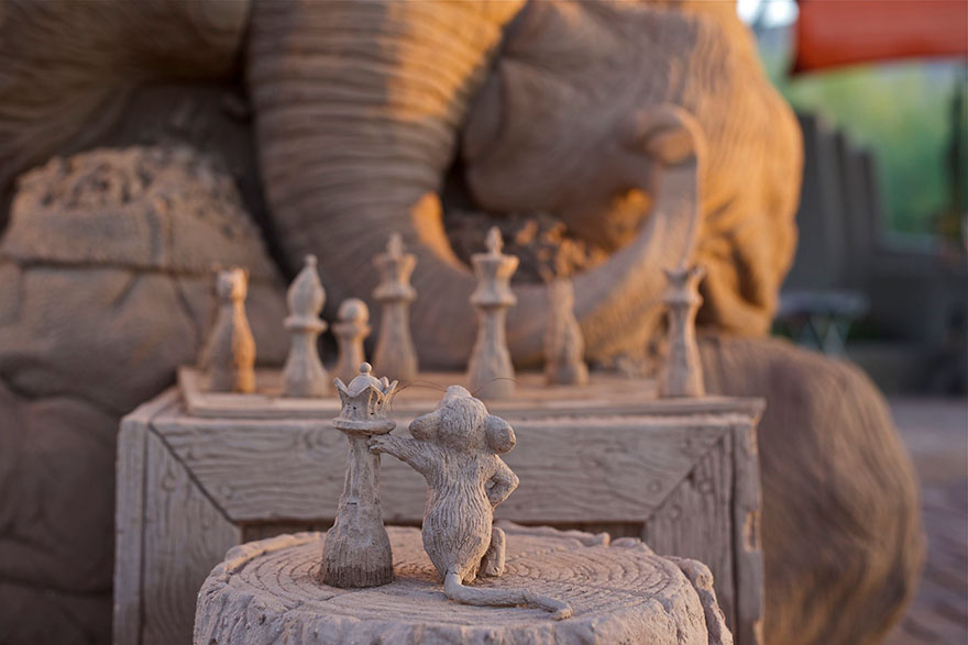 elephant-chess-sand-sculpture-ray-villafane-sue-beatrice-6